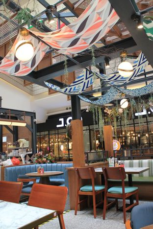 Foto 6 - Interior di Pish & Posh Cafe oleh Prido ZH