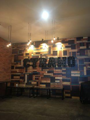 Foto 2 - Interior di Cyrano Cafe oleh Nadiya (makanmakan.kuy)