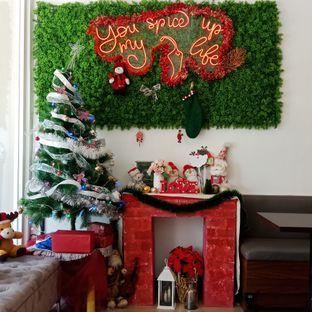 Foto 6 - Interior di Five Spice Eatery and Coffee oleh Fensi Safan