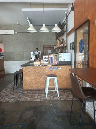 Foto 7 - Interior di Ruang Temu Coffee & Eatery oleh Fensi Safan