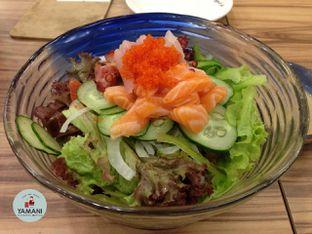 Foto 4 - Makanan(Sashimi Salad) di Sushi Mentai oleh awakmutukangmakan