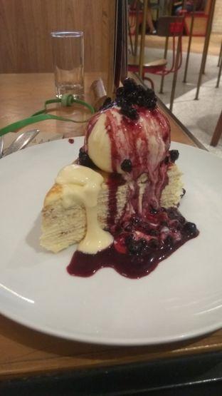 Foto 3 - Makanan(Blueberry Creepes (IDR 72k) ) di Pancious oleh Renodaneswara @caesarinodswr