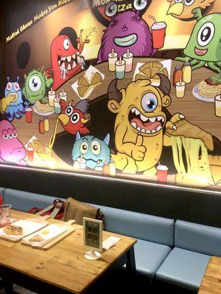 Foto 26 - Interior di Monster Cheese Pizza oleh Prido ZH