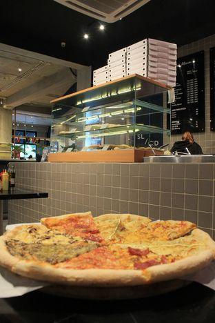 Foto 31 - Makanan di Sliced Pizzeria oleh Prido ZH