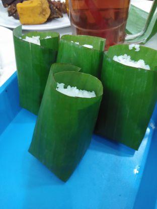 Foto 1 - Makanan di Nasi Uduk Kebon Kacang Bang Hepi oleh Devi Jochie