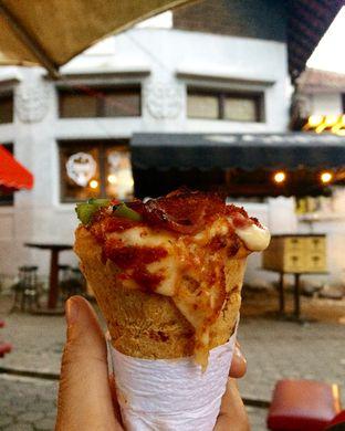 Foto 2 - Makanan di Crown Pizza Cone oleh Sri Yuliawati
