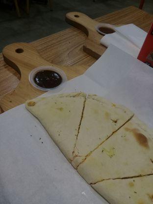Foto review Master Cheese Pizza oleh lisa hwan 2