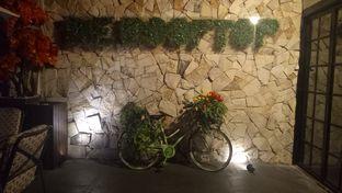 Foto 6 - Interior di De Cafe Rooftop Garden oleh Jocelin Muliawan