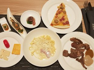 Foto 2 - Makanan di Lime Restaurant - Four Points By Sheraton Hotel oleh Angeline Odilia