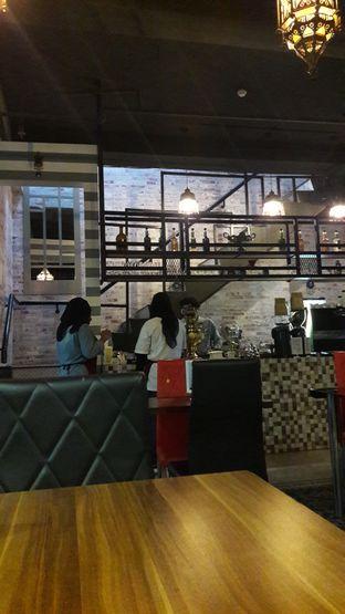 Foto 3 - Interior di Roastworks Coffee and Shisha oleh Andri