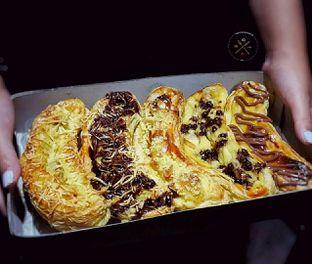 Foto - Makanan di Nadine Wibowo Pie Pisang Bogor oleh The foodshunter