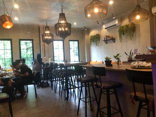 Foto 4 - Interior di Burns Cafe oleh Budi Lee