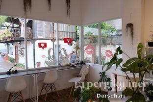 Foto 4 - Interior di Toko Kopi Roompi oleh Darsehsri Handayani