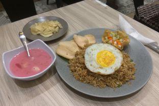 Foto 2 - Makanan(Nasi Goreng Kampung (IDR 38.5k) ) di Kembang Kawung oleh Renodaneswara @caesarinodswr