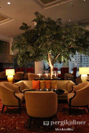 Foto 9 - Interior di Fountain Lounge - Grand Hyatt oleh UrsAndNic