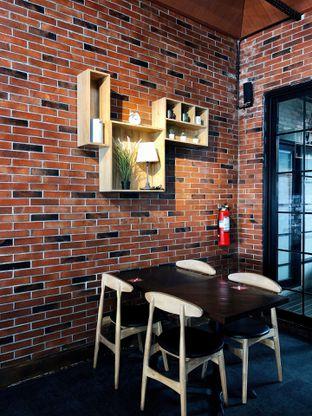 Foto 15 - Interior di Kolonial Bistro & Roastery oleh kdsct