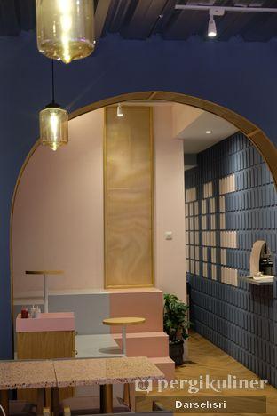 Foto 4 - Interior di Mae Coffee & Eatery oleh Darsehsri Handayani