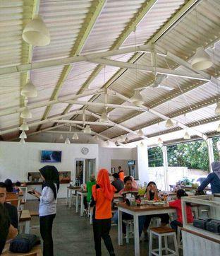 Foto 4 - Interior di Kedai Soto Ibu Rahayu oleh @makansamaoki