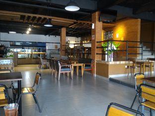 Foto 4 - Interior di Oktias Brasserie Resto oleh Raka Pradipta