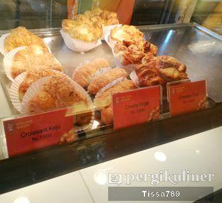 Foto 4 - Makanan di Holland Bakery oleh Tissa Kemala