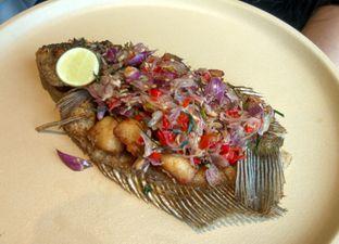 Foto 4 - Makanan(Gurame Goreng Ubud ) di Eastern Opulence oleh Renodaneswara @caesarinodswr