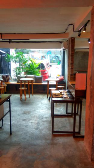 Foto 6 - Interior di Coffee Smith oleh Renodaneswara @caesarinodswr