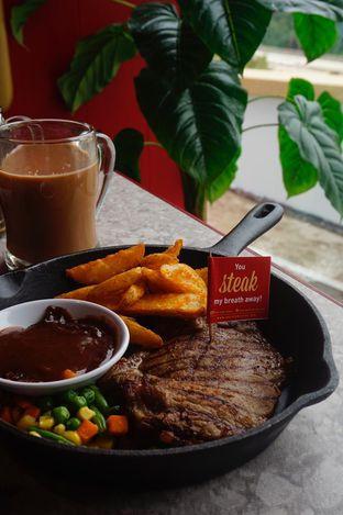 Foto 17 - Makanan di Steak Hotel by Holycow! oleh yudistira ishak abrar