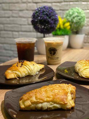 Foto review Y Bakery & Coffee oleh Jeljel  3
