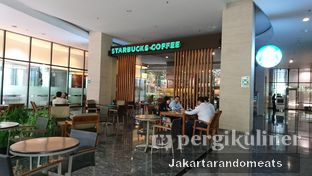 Foto 3 - Eksterior di Starbucks Coffee oleh Jakartarandomeats