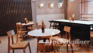 Foto 1 - Interior di Phos Coffee & Eatery oleh Oppa Kuliner (@oppakuliner)