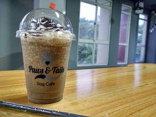 Foto review Paws & Tails Dog Cafe oleh D L 1