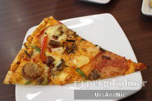 Foto 1 - Makanan(Pizza Deluxe Supreme) di The Kitchen by Pizza Hut oleh UrsAndNic