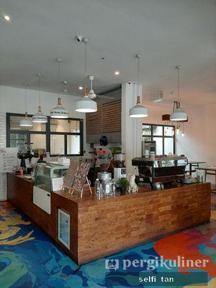 Foto 4 - Interior di SRSLY Coffee oleh Selfi Tan