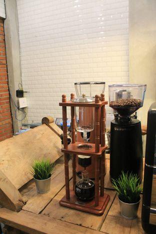 Foto 13 - Interior di Ragil Coffee & Roastery oleh Prido ZH