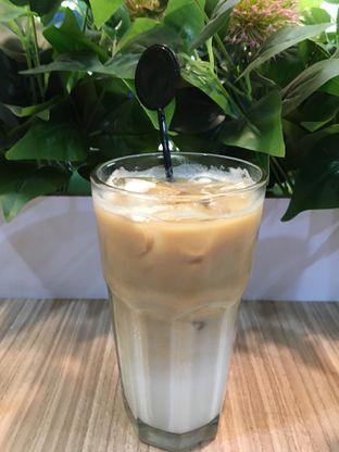 Foto 4 - Makanan(ice latte) di Coffee Zen oleh Jeljel