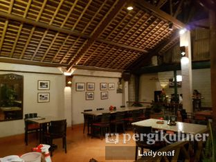 Foto 3 - Interior di Tizi's Cakeshop & Resto oleh Ladyonaf @placetogoandeat