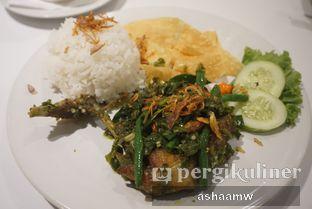 Foto 4 - Makanan(Nasi Ayam Ijo + Kerupuk) di Warung Kemuning oleh Asharee Widodo