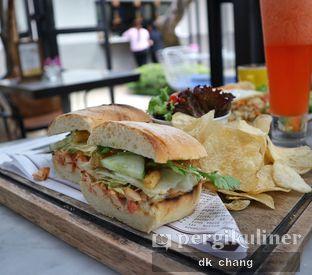 Foto 2 - Makanan(Chicken Sandwich) di Miss Bee Providore oleh dk_chang