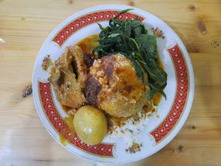 Foto 2 - Makanan di RM Pondok Minang Jaya oleh Deasy Lim