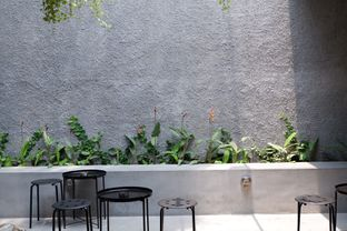 Foto 21 - Interior di Saksama Coffee oleh yudistira ishak abrar