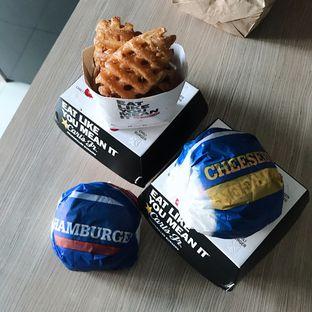 Foto 1 - Makanan di Carl's Jr. oleh Della Ayu