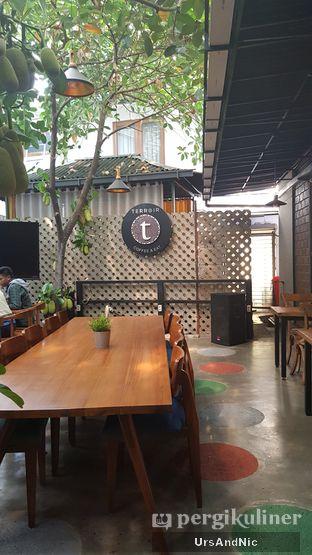 Foto 5 - Interior di Terroir Coffee & Eat oleh UrsAndNic