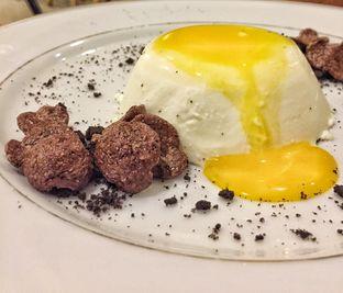 Foto 1 - Makanan(Panna Cotta By Tutup Panci (32k)) di Westport Coffee House oleh Nanda Ferlisa
