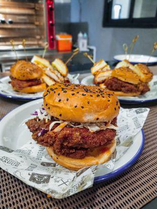 Foto 9 - Makanan(Buffalo Chicken Burger) di The Buffalo oleh Meisya Violeta   @HappyBuncit