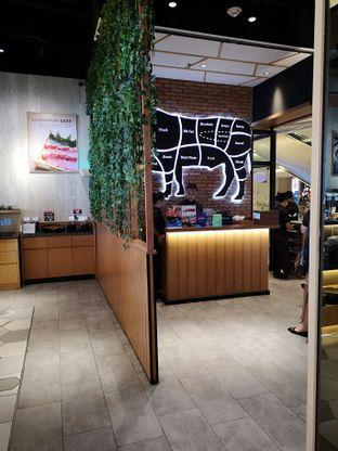 Foto 10 - Interior di Shaburi & Kintan Buffet oleh om doyanjajan