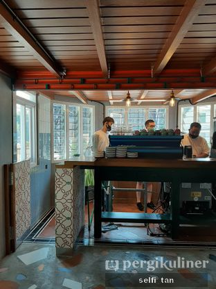 Foto 2 - Interior di Mikkro Espresso oleh Selfi Tan
