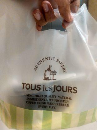 Foto 1 - Makanan(Black Forest (IDR 50k)) di Tous Les Jours Cafe oleh Renodaneswara @caesarinodswr