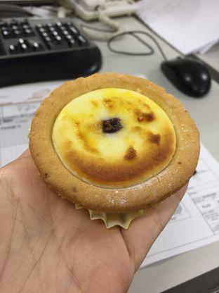 Foto review Hokkaido Baked Cheese Tart oleh Yohanacandra (@kulinerkapandiet) 2