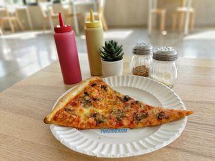 Foto - Makanan(Chesse Mushroom Pizza) di Pizza Place oleh Stefanus Mutsu