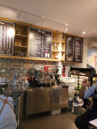 Foto 2 - Interior di Mula Coffee House oleh MeggyGyian